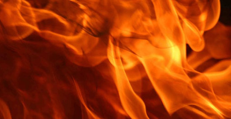 La casa in legno e paglia resiste al fuoco?